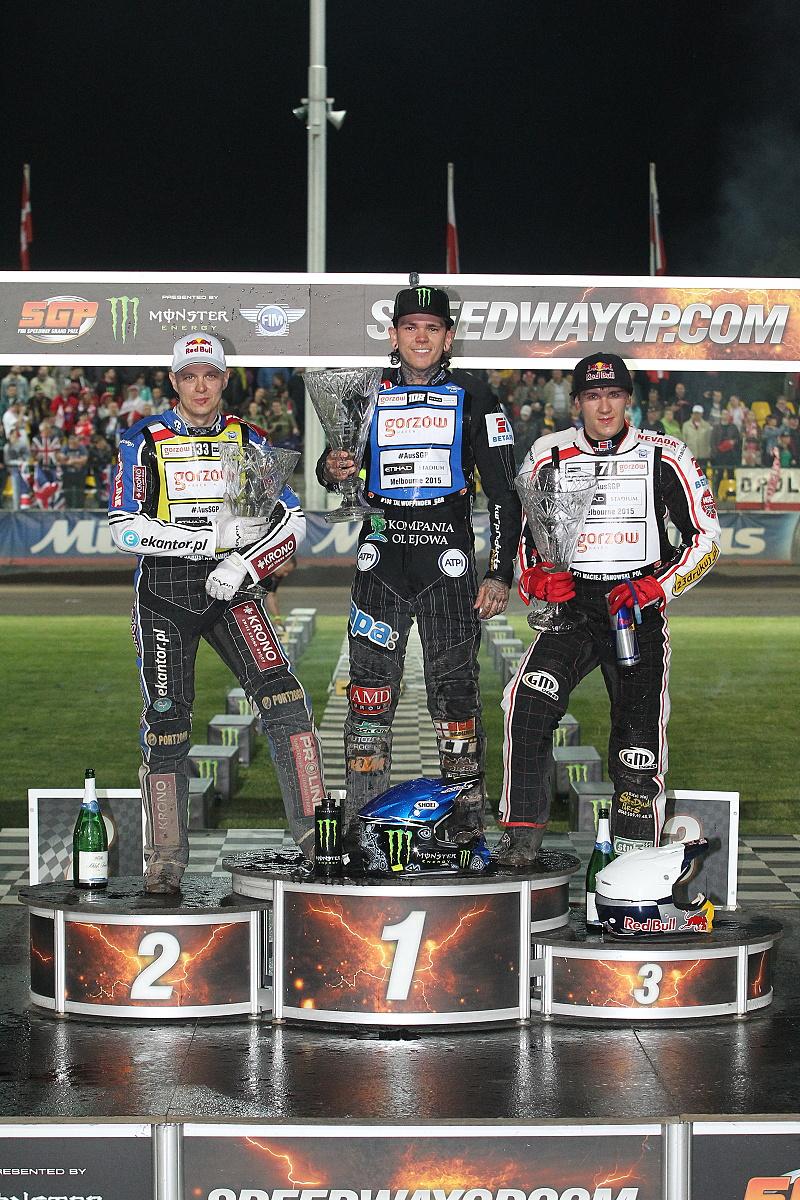 Jaroslaw Hampel, Tai Woffinden a Maciej Janowski stojí na pražských stupních vítězů