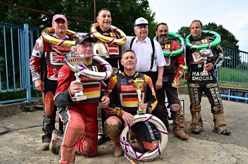Vítězové kategorie čtyřventilových motocyklů spolu se svými kolegy z dvouventilů: Arne Andersen (4), Ulrich Büschke (13) a Bob Dolman (1)