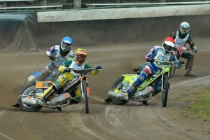 Pražský souboj ve čtvrté jízdě: Zdeněk Holub (žlutá), Ondřej Smetana (modrá), Michal Škurla (červenáí) a Filip Hájek (bílá)