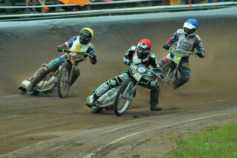 Jan Holub (červená) vyšel vítězně i ze souboje s Martinem Málkem (žlutá) a Michalem Škurlou (modrá)
