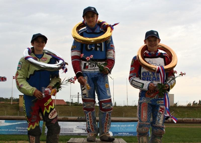 Jan Kvěch, Filip Šifalda a Petr Chlupáč na pódiu stopětadvacítek