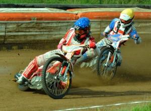 Krystian Pieszczek svým triumfem před Mikkelem B. Andersenem v rozjížďce s číslem jedna otevřel závod pro Poláky