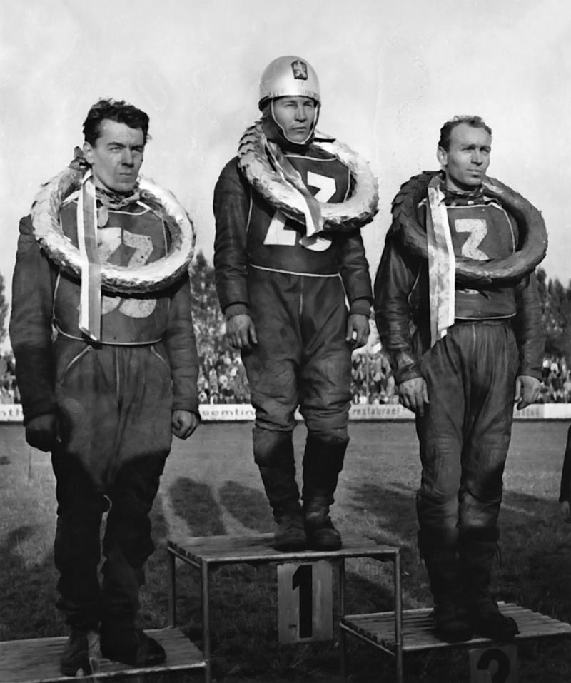 Stupně vítězů Zlaté přilby před padesáti lety: zleva Stanislav Kubíček, Farit Šajnurov a Antonín Kasper