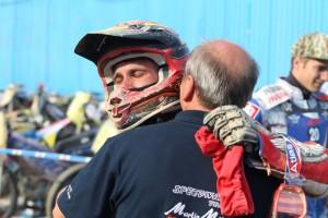 Martin Málek se raduje z medaile se svým otcem Pavlem