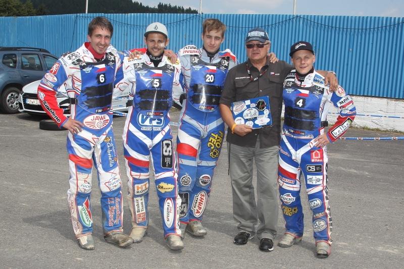 Třetí nejlepší dlouhodrážní tým na světě: Martin Málek, Hynek Štichauer, Michal Škurla, Milan Špinka a Josef Franc
