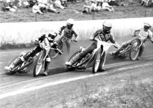 Jan Holub si svitavský ovál otestoval již při jeho ostré premiéře v červnu 1986, kdy v závodě Dunajského poháru jede na čele jízdy