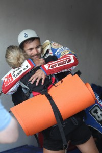 Hynek Štichauer v objetí s přítelkyní Martinou