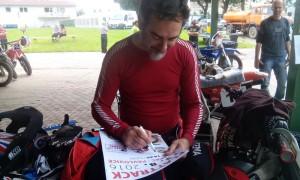 Kluk z plakátu, tak by se doslova dal nazvat Ital Marco Buzzi, který původně ani neměl v plánu závodit v Liberci a dokonce zvažoval konec závodění. Když mu poslali plakát, kde je v plné kráse tak neodolal a v Liberci si dojel pro super čtvrté místo.