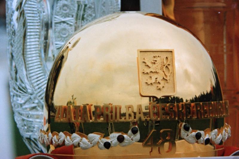 Na slavnostním nástupu ještě nikdo netušil, že osmačtyřicátá zlatá přilba zůstane v Čechách