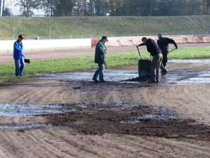 Závodní ovál bylo nutno nejprve připravit