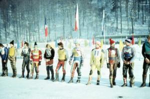 Českoslovenští ledaři na nástupu v Jablonci v první půli osmdesátých let