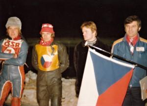 Miloslav Verner přivedl v Inzellu 1977 na nástup Jana Vernera, Zdeňka Kudrnu a JIřího Svobodu, který se ovšem mohl jen dívat