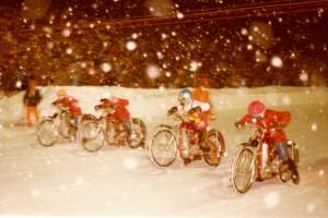 Roku 1978 hostil Inzell semifinále světového šampionátu a Jiří Svoboda je zde zachycen ve sněhové vánici ve společnosti třech Rusů