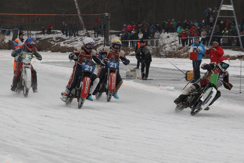 Andrej Diviš odstartoval před Lukášem Hutlou (bílá), Radkem Hutlou (žlutá) a svým bratrem Josefem (modrá)