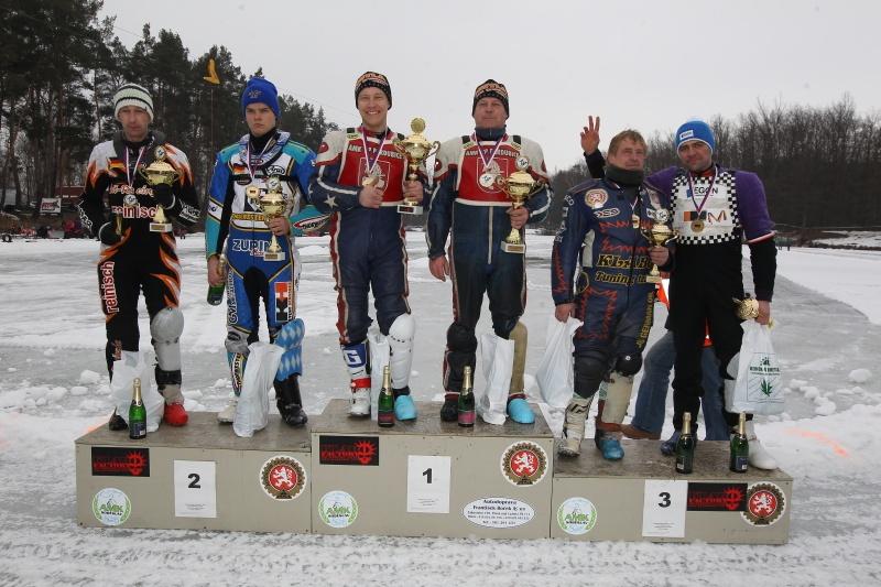 Stupně vítězů: zleva Markus Jell, Luca Bauer, Lukáš Hutla, Radek Hutla, Jan Klauz a Lukáš Volejník