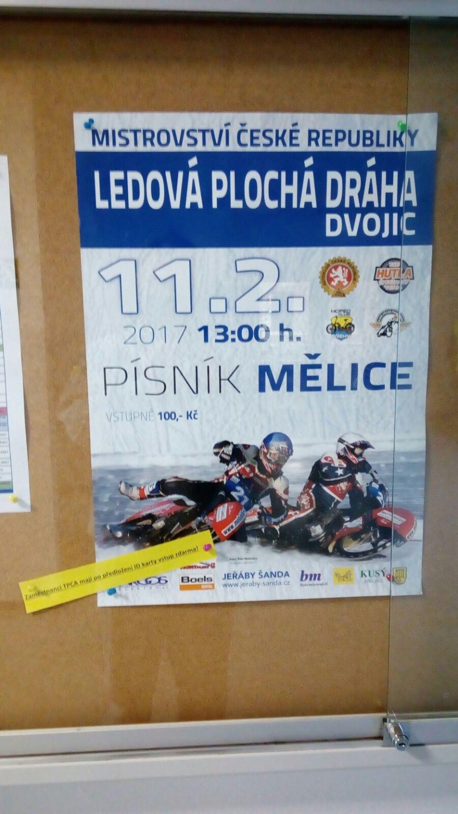 Plakát na Mělice v areálu kolínské TCPA. jejíž zaměstnanci měli na závod volný vstup