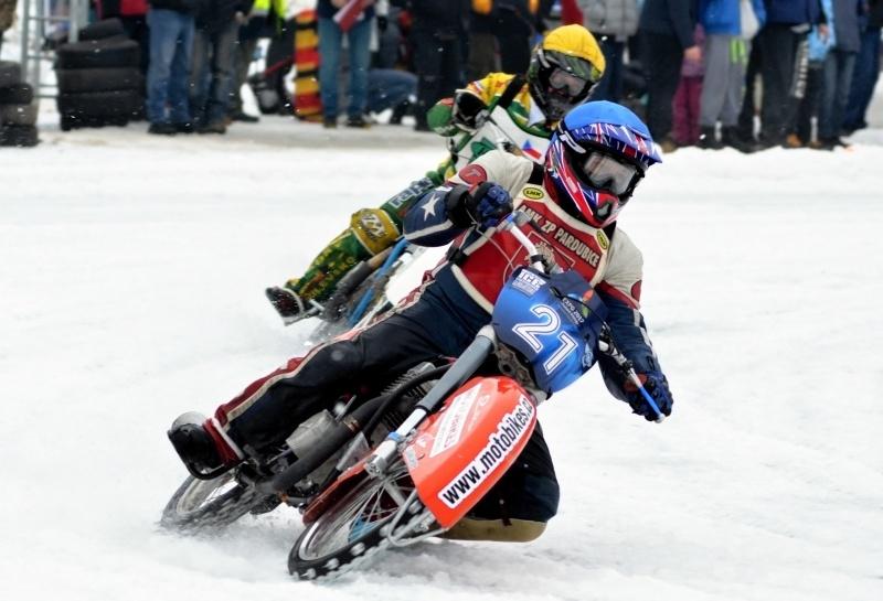Radek Hutla - na snímku ze Soběslavi před Janem Pecinou - pojede evropský šampionát jako jeho regulérní účastník