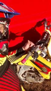 Navzdory únavě z dlouhé cesty šel Lukáš Hutla po návratu okamžitě trénovat na motokrosovém motocyklu