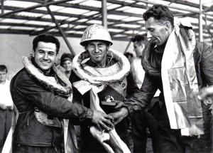 Traja najlepší z finále majstrovstiev ČSSR 1963: zľava Karel Průša, s veľkou a malou zlatou prilbou Luboš Tomíček, Rudolf Havelka