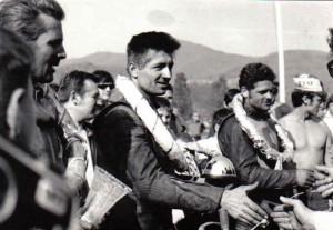 Josef Bössner a jeho goldhelm, Vľavo Vojtech Mihálik (tretí vo finále), vpravo Ivan Dedina (druhý vo finále)