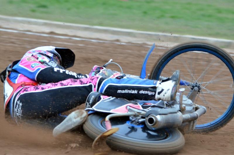 Patrik Mikel odstartoval sérii pádů v závodě