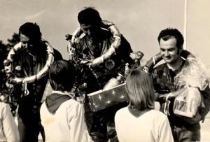 Pionýrky jako na snímku z Dobrušky z roku 1974 patřily ke koloritu doby