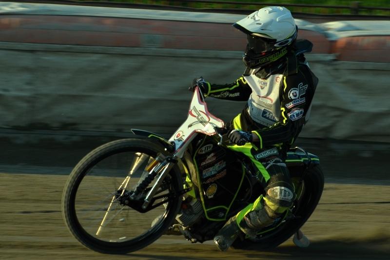 Martin Vaculík pádí vstříc vítězství ve finálové jízdě