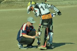 Filip Hájek dnes šrouboval na motocyklech Josefa France