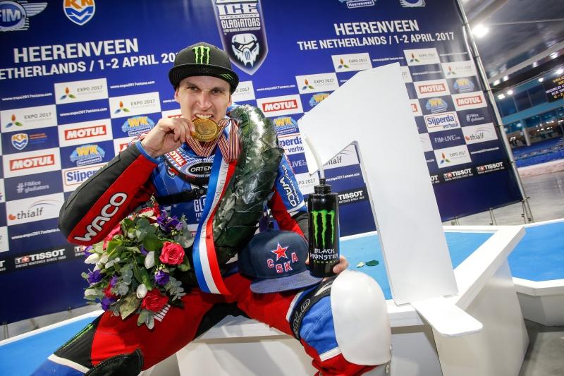 Dmitrij Koltakovs si nenechal svou zlatou medaili sebrat