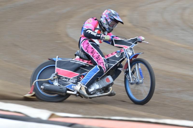 Patrik Mikel krouží tréninková kolečka