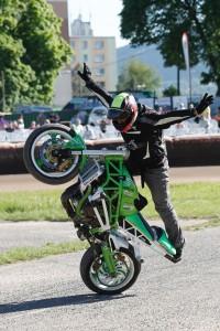 Diváci dnes viděli nejen plochou dráhu, ale také motocyklové kaskadéry