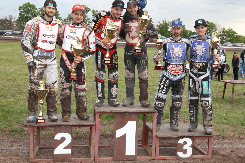 Stupně vítězů: Hynek Štichauer, Zdeněk Holub, Václav Milík, Tomáš Suchánek, Zdeněk Simota a Jason Dyole