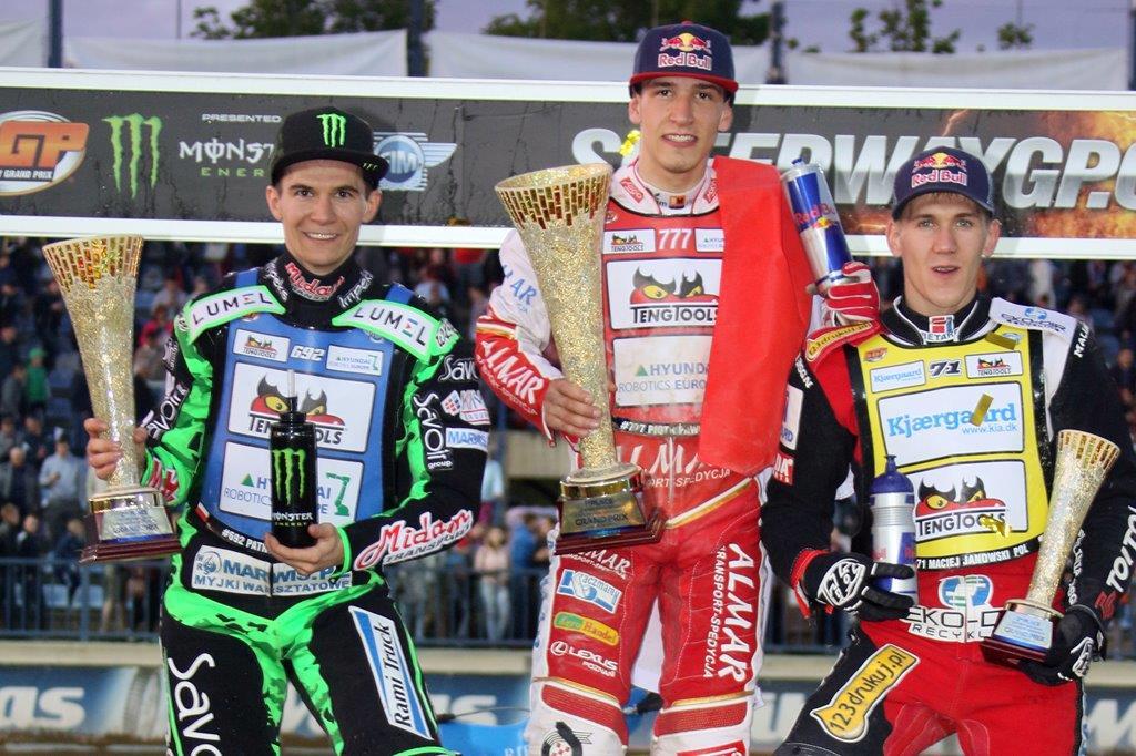 Tři polští závodníci na pódiu: Patryk Dudek, Piotr Pawlicki a Maciej Janowski