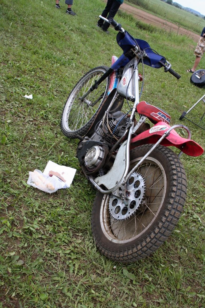 Po Vladimíru Višváderovi záhy zbyly jen nedojedené rohlíky a porouchaný motocykl s motorem BM