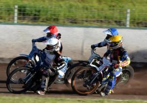 Po startu sedmé jízdy: Josef Franc (bílá), Eduard Krčmář (červená), Hynek Štichauer (modrá) a Daniel Jeleniewski (žlutá)