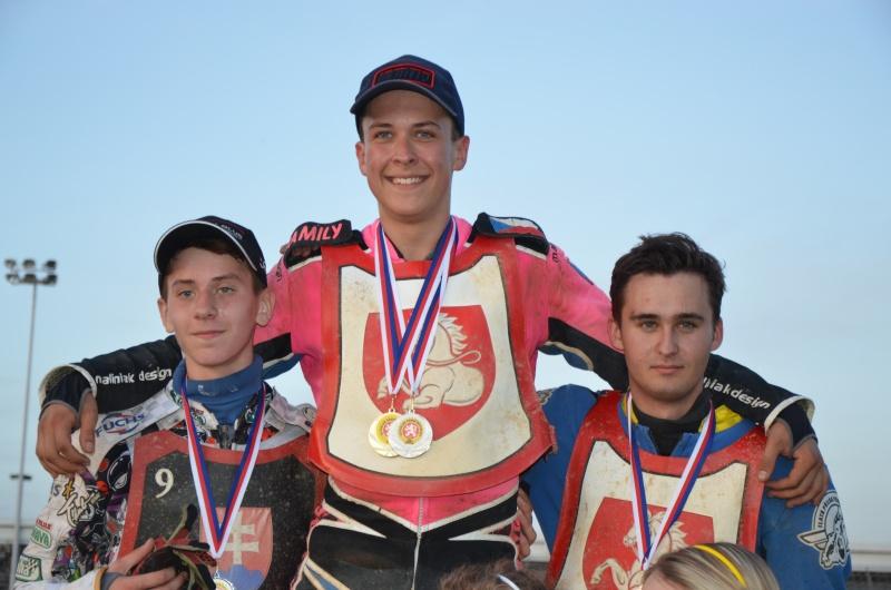 Nejlepší v kategorii do devatenácti let: Ján Mihálik, Patrik Mikel a Josef Novák