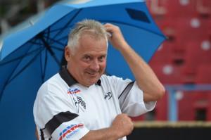 Deštníkem nakonec vzal zavděk i Jaroslav Kocek