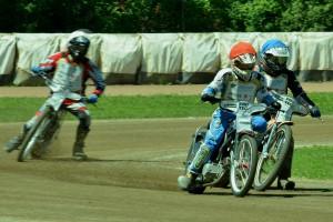 Jaroslav Vaníček (červená) se snaží udržet nápor Pavla Kuchaře