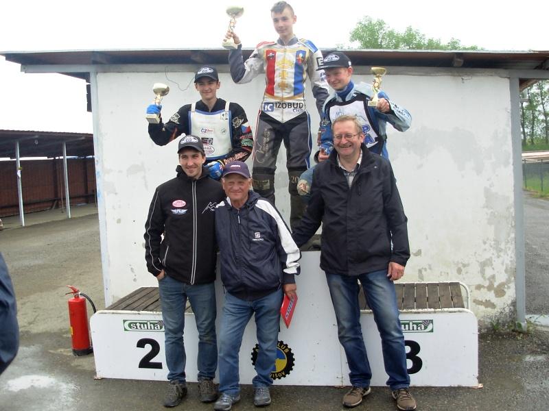 Jan Kvěch, Karol Zupinski a Petr Chlupáč na pódiu Jawa Cupu