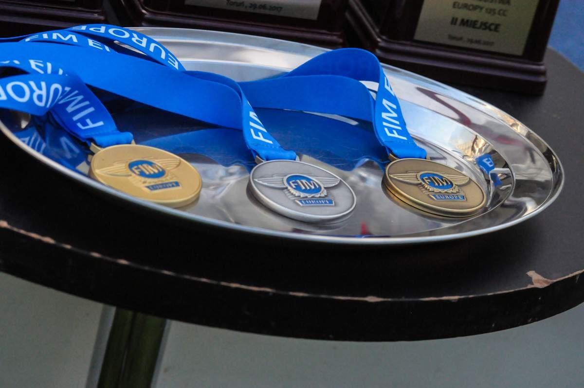 Dvě ze třech těchto medailí cinkliypro české závodníky a českou Shupu