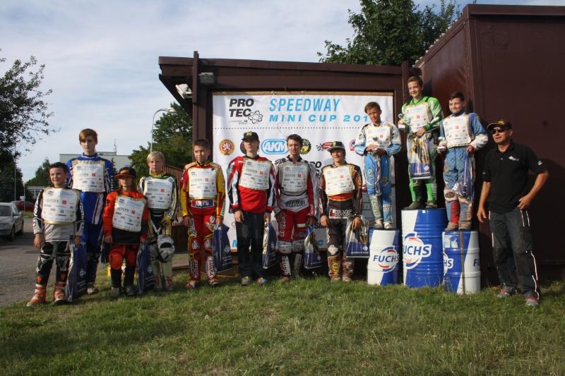 Celá jedenáctka závodníků včetně Zdeňka Schneiderwinda