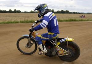 Pavol Pučko po letech zkouší plochodrážní motocykl