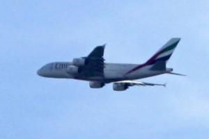 Největší letadlo světa nad nejmenším plochodrážním oválem naší země