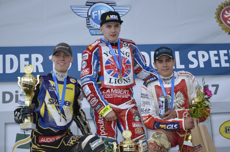 Filip Hjelmland, Robert Lambert a Bartosz Smektala na stupních vítězů