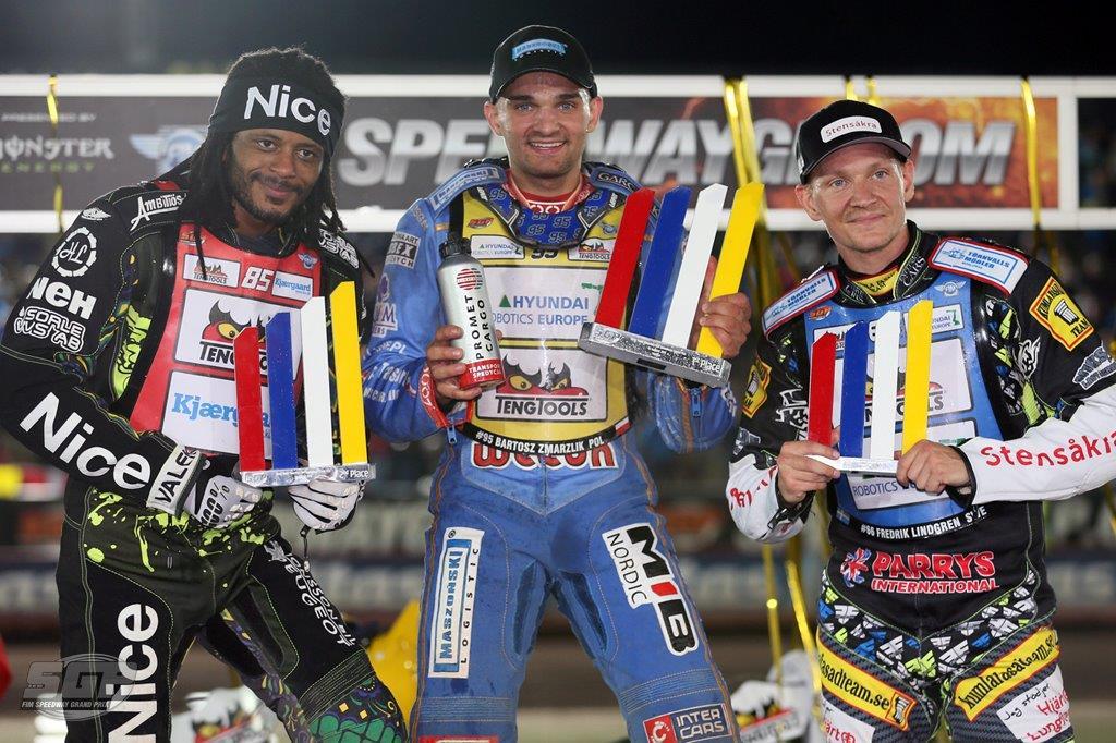 Antonio Lindbäck, Bartosz Zmarzlik a Fredrik Lindgren na stupních vítězů