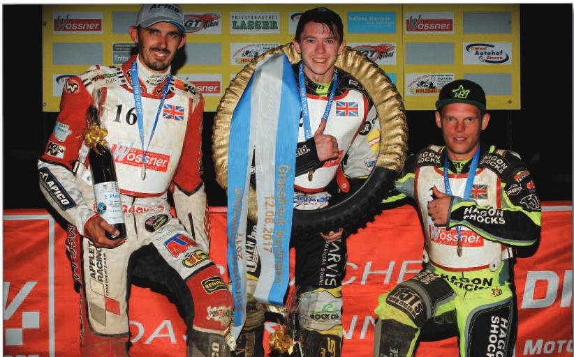 Britové na pódiu: zleva Andy Appleton, James Shanes a Edward Kennett