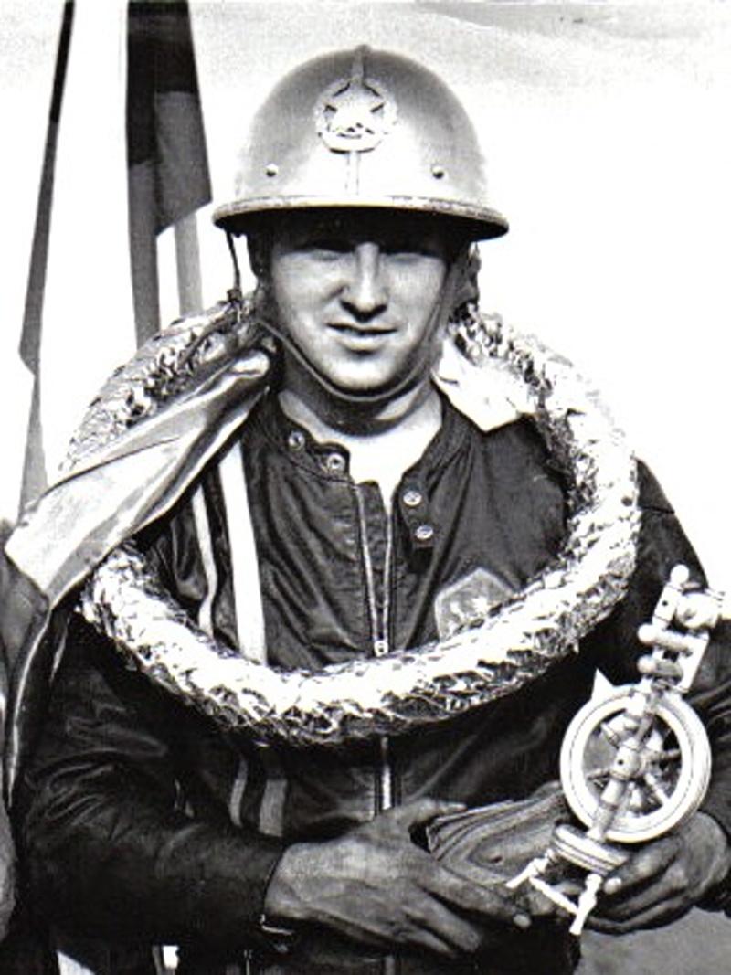 Jiří Štancl s prvou zlatou prilbou v roku 1974