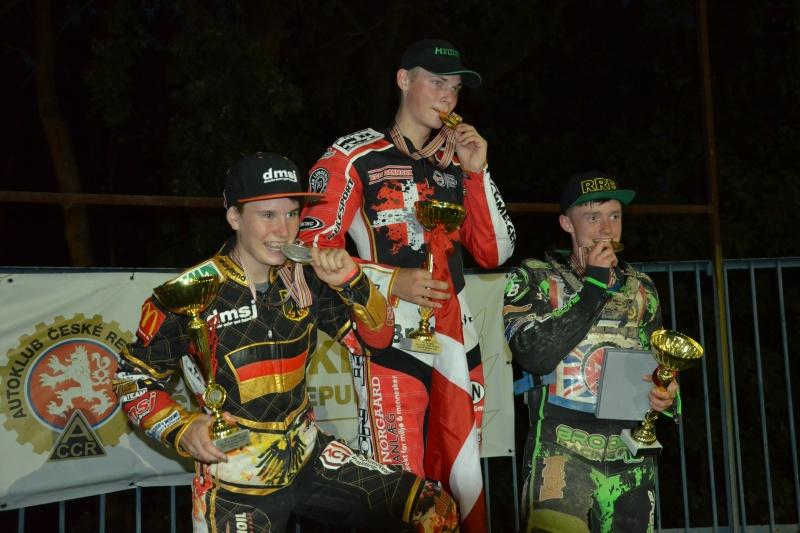 Celina Liebmann, Mads Hansen a Charlie Brooks na stupních vítězů