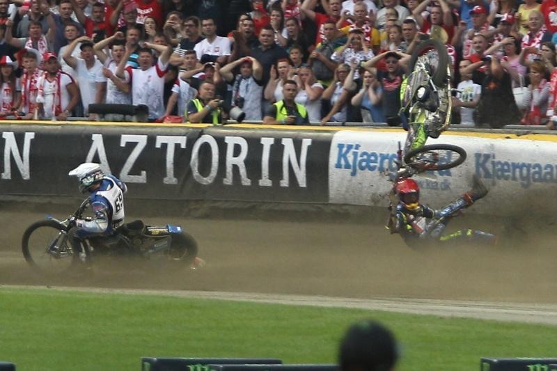 Piotr Pawlicki padá za zády Jasona Doyla