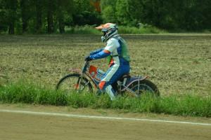Michal Krejší začal závod výskokem z dráhy